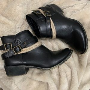 Black lasso/buckle wrap ankle Grove bootie size 7